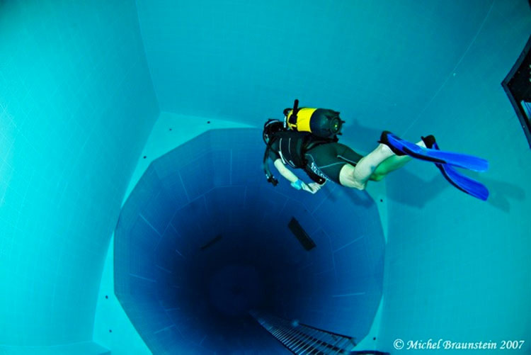 ¿Te atreverías a sumergirte en la piscina más profunda (y aterradora) del mundo?