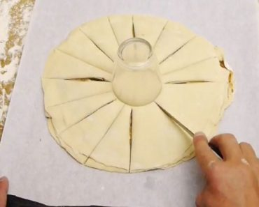 Hace 16 cortes sobre la pasta de hojaldre: el resultado es exquisito y ... ¡ideal para Navidad!