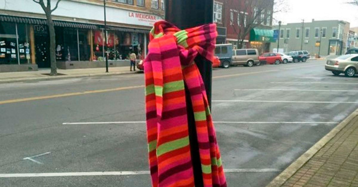 Si ves una bufanda atada por tu ciudad este próximo invierno esto es lo que significa