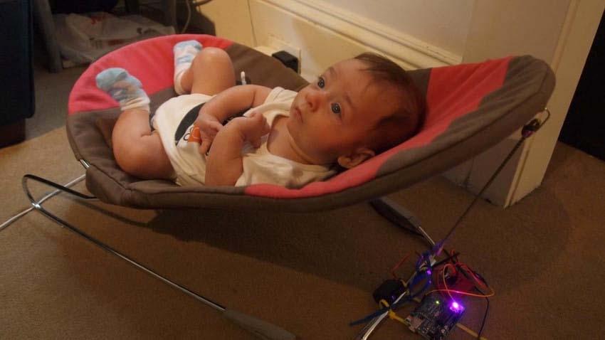 Dormir en una cuna puede prevenir y corregir el 'síndrome de la cabeza plana' en los bebés
