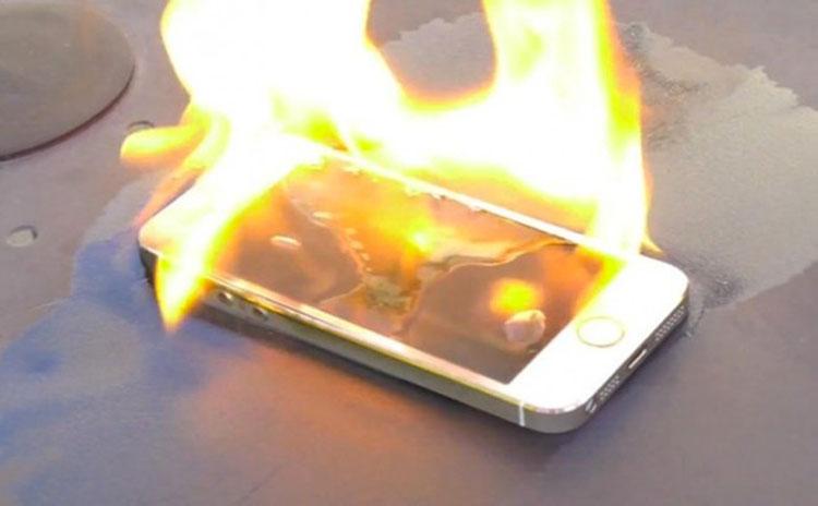 Estás cargando de forma equivocada tu teléfono móvil. Y te podría costar un gran disgusto...