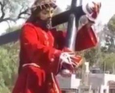 El vídeo que da la vuelta al mundo: estatua de Jesús 'mueve su cabeza' durante una procesión católica