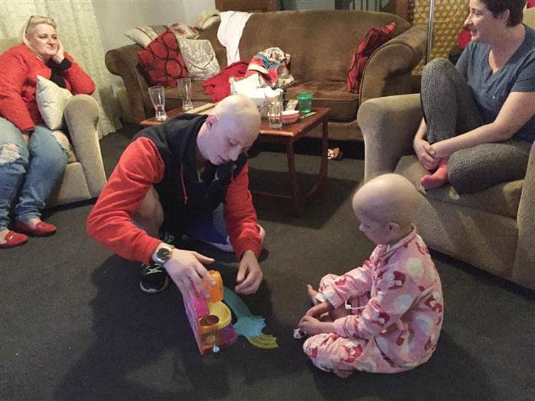 Un padre hace una foto de la última pestaña de su hija y la historia detrás de ella se hace viral