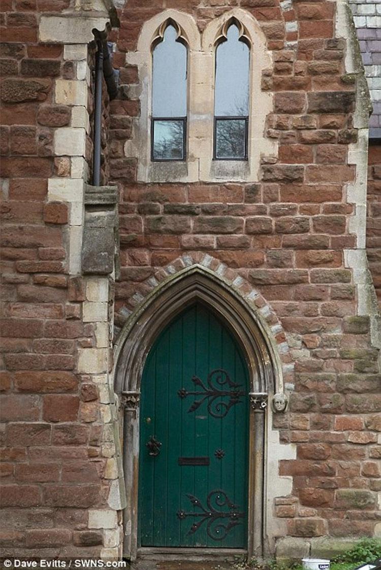 Alquilan este apartamento en una vieja iglesia, aunque hay algo MUY inquietante