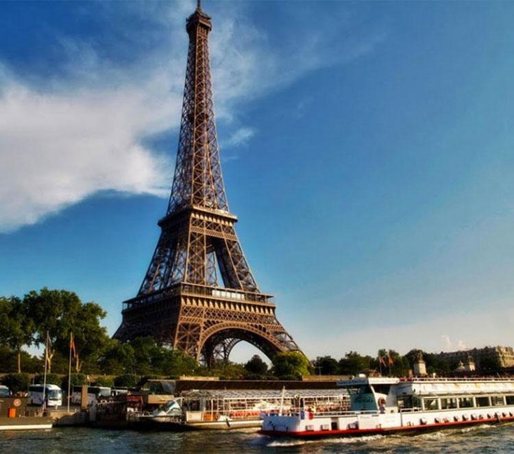 Construyeron un apartamento secreto en la torre Eiffel y finalmente se ha mostrado