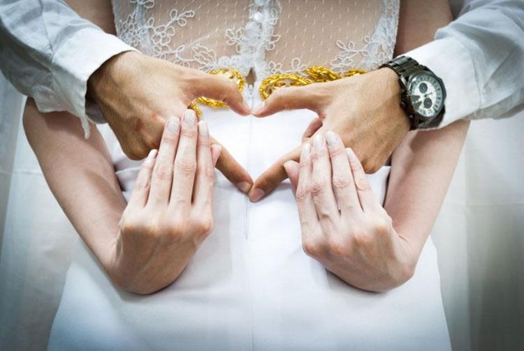 Una pareja pregunta si pueden casarse en el cielo, hasta que aprenden por qué es una mala idea