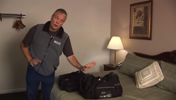 Deberías hacer ESTO antes de instalarte en un hotel. Todo el mundo necesita aprender este truco