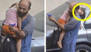 Vendía bolígrafos en la calle para sobrevivir. Hasta que un extraño capturó esta foto de su hija...