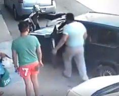Sale y encuentra su coche bloqueado. Su siguiente movimiento dejó a todos boquiabiertos