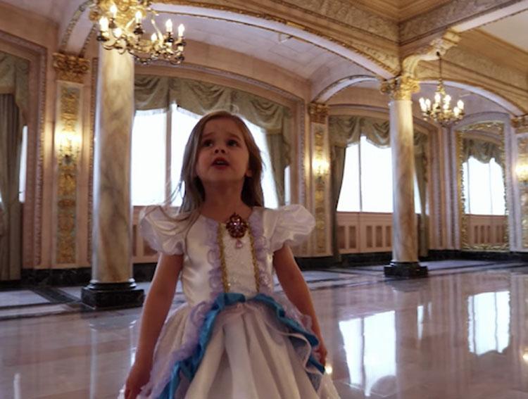 Su padre la viste como a una princesa y su grabación está derritiendo el corazón de todos