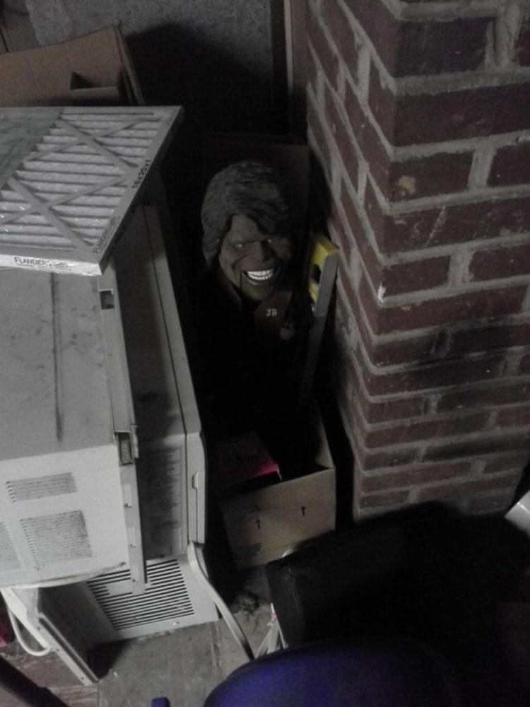 Las 22 cosas más extrañas que la gente se ha encontrado en sótanos. Mucha atención a la 15