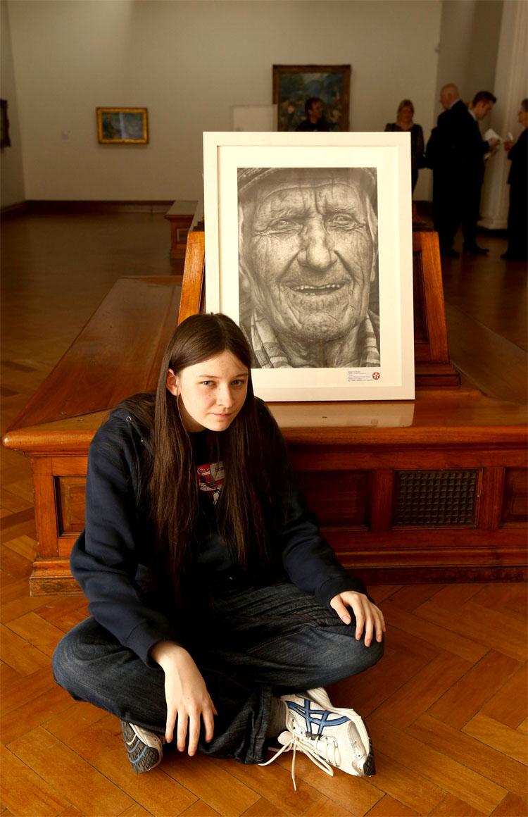 Esta chica de 16 años entró en un concurso con solo un lápiz. El resultado final es IMPRESIONANTE