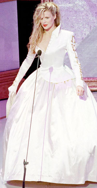 Desde Barbra Streisand a Celine Dion: Los vestidos de Oscar más HORRIBLES de todos los tiempos