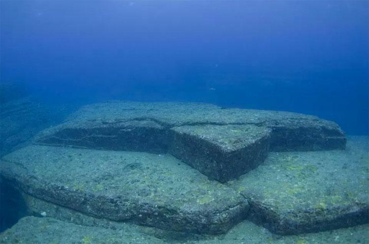 """Nadie sabe cómo estas ruinas submarinas conocidas como la """"Atlántida de Japón"""" llegaron allí"""