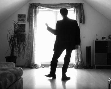 Pone en marcha la cámara y realiza unos increíbles movimientos de baile que tiene a todo el mundo hipnotizado
