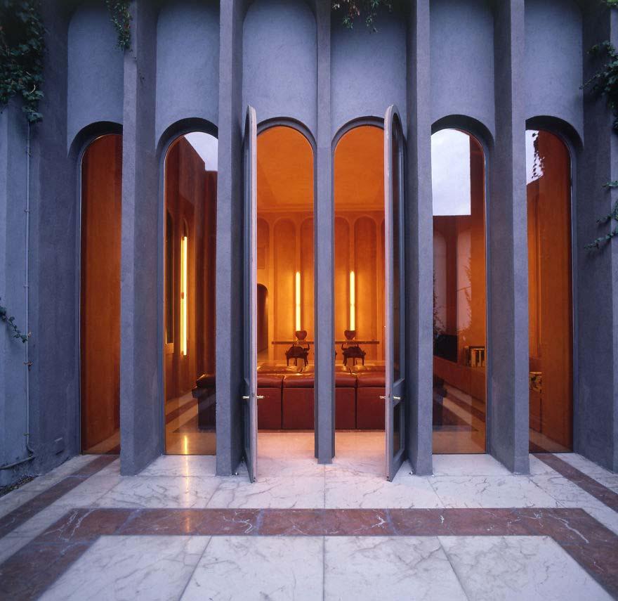 Arquitecto convierte una antigua fábrica de cemento en su casa. Su interior te dejará sin aliento