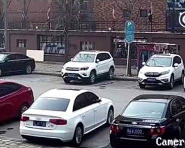 Conductor del año: no te imaginas dónde acabará aparcando...