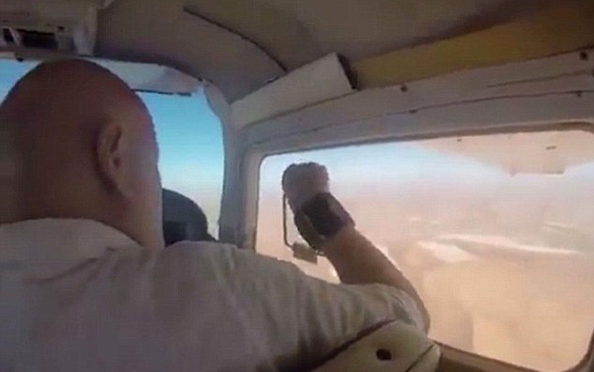 Intentaba hacer una foto del desierto desde una avioneta y sucedió esto...