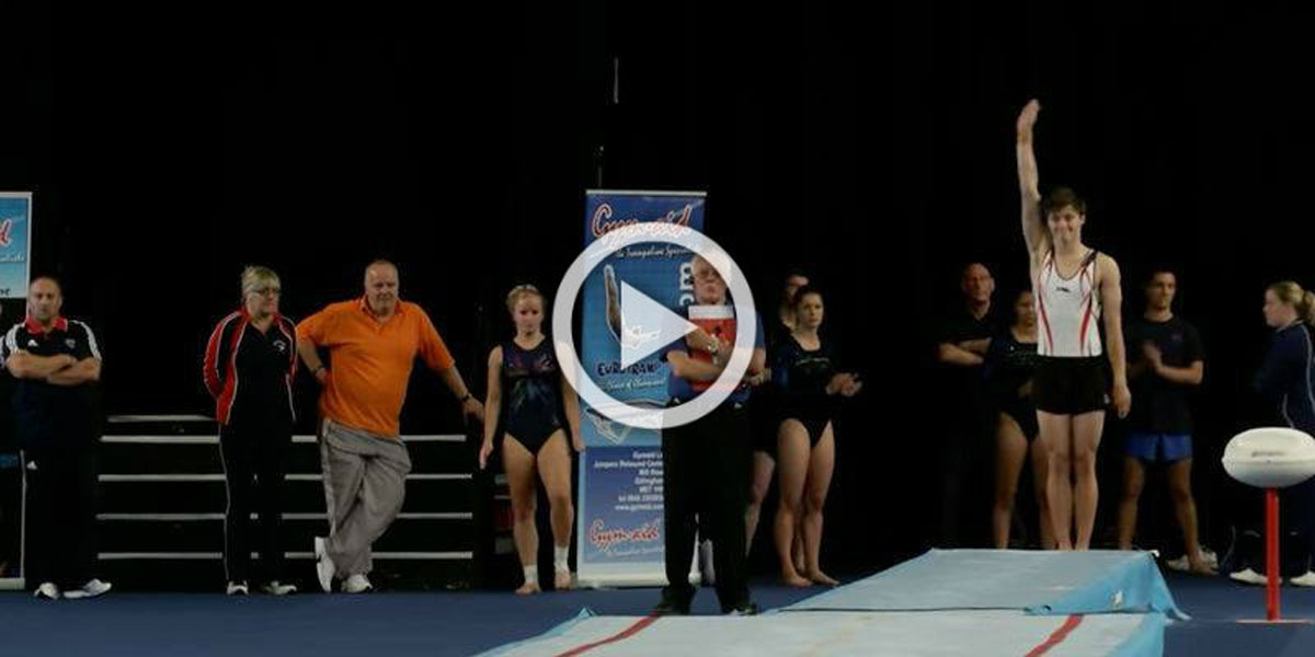 La actuación de este joven gimnasta desafíó las leyes de la física durante su asombrosa actuación