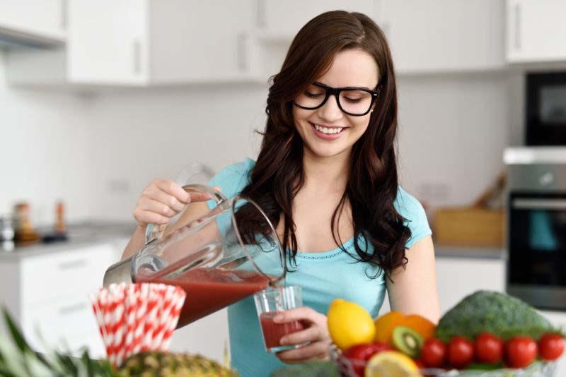 10 hábitos simples que te hacen más atractiva (o atractivo)