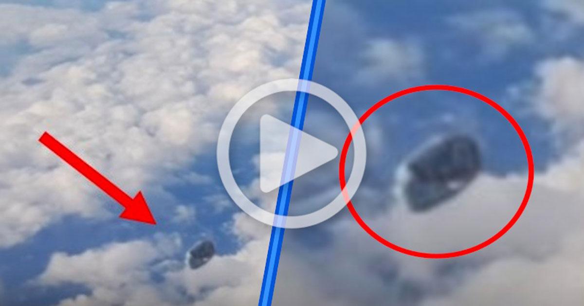Ha sucedido en España: pasajero filma desde un avión este OVNI que desconcierta a todo el mundo
