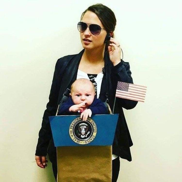 20 ideas geniales de disfraces para Halloween para padres con mochilas porta bebé 1