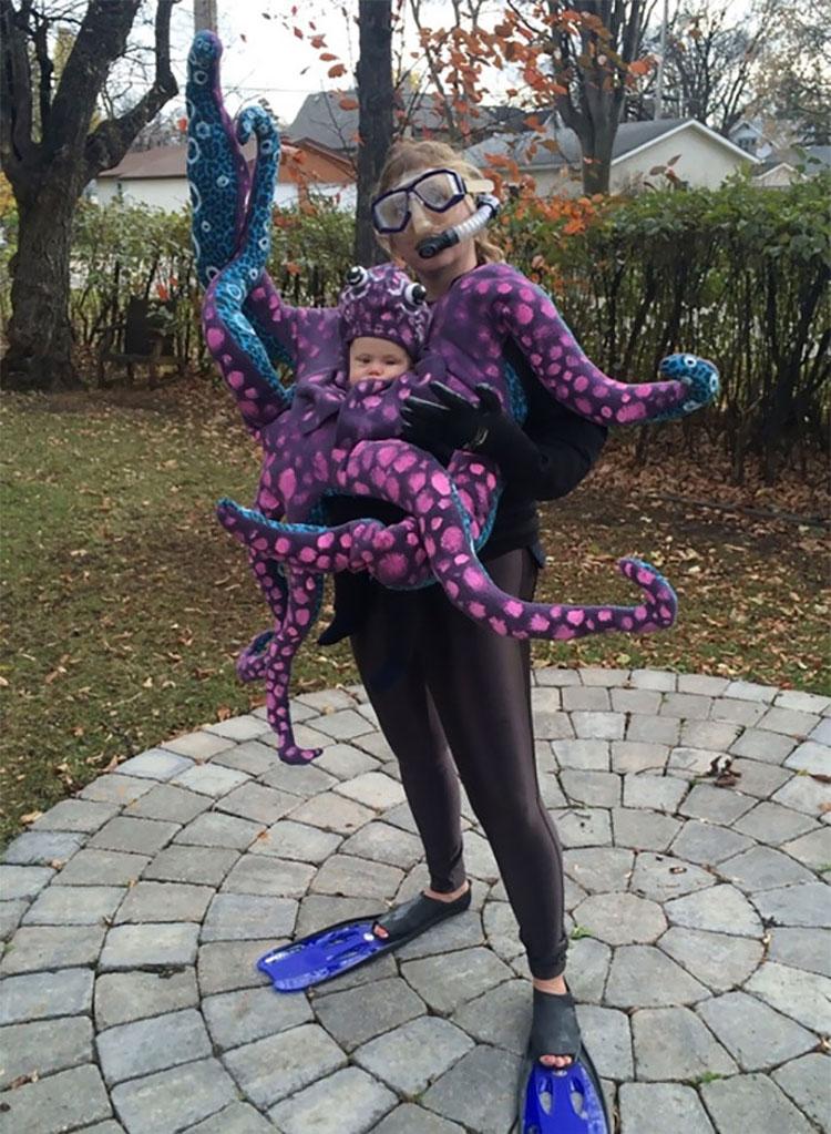 20 ideas geniales de disfraces para Halloween para padres con mochilas porta bebé 11
