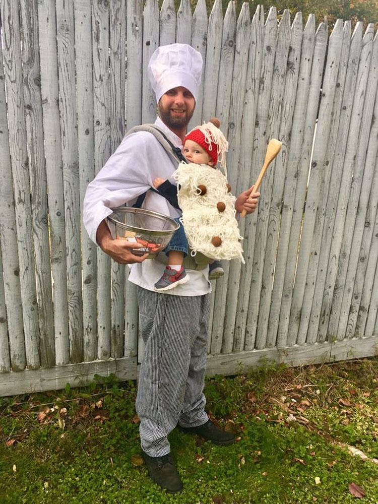 20 ideas geniales de disfraces para Halloween para padres con mochilas porta bebé 15