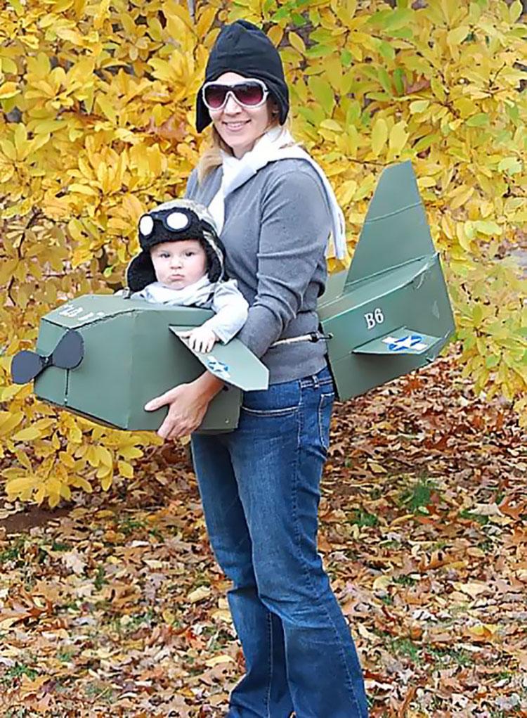 20 ideas geniales de disfraces para Halloween para padres con mochilas porta bebé 18