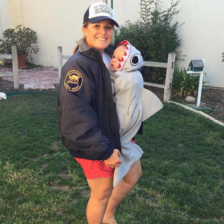 20 ideas geniales de disfraces para Halloween para padres con mochilas porta bebé 19