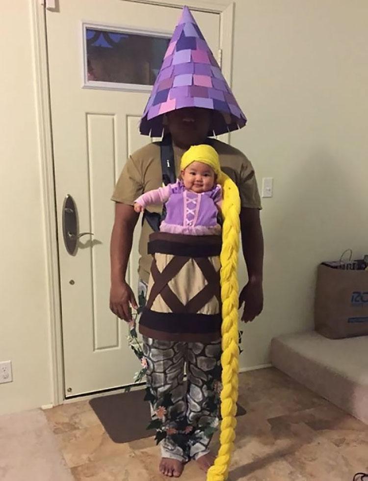 20 ideas geniales de disfraces para Halloween para padres con mochilas porta bebé 5