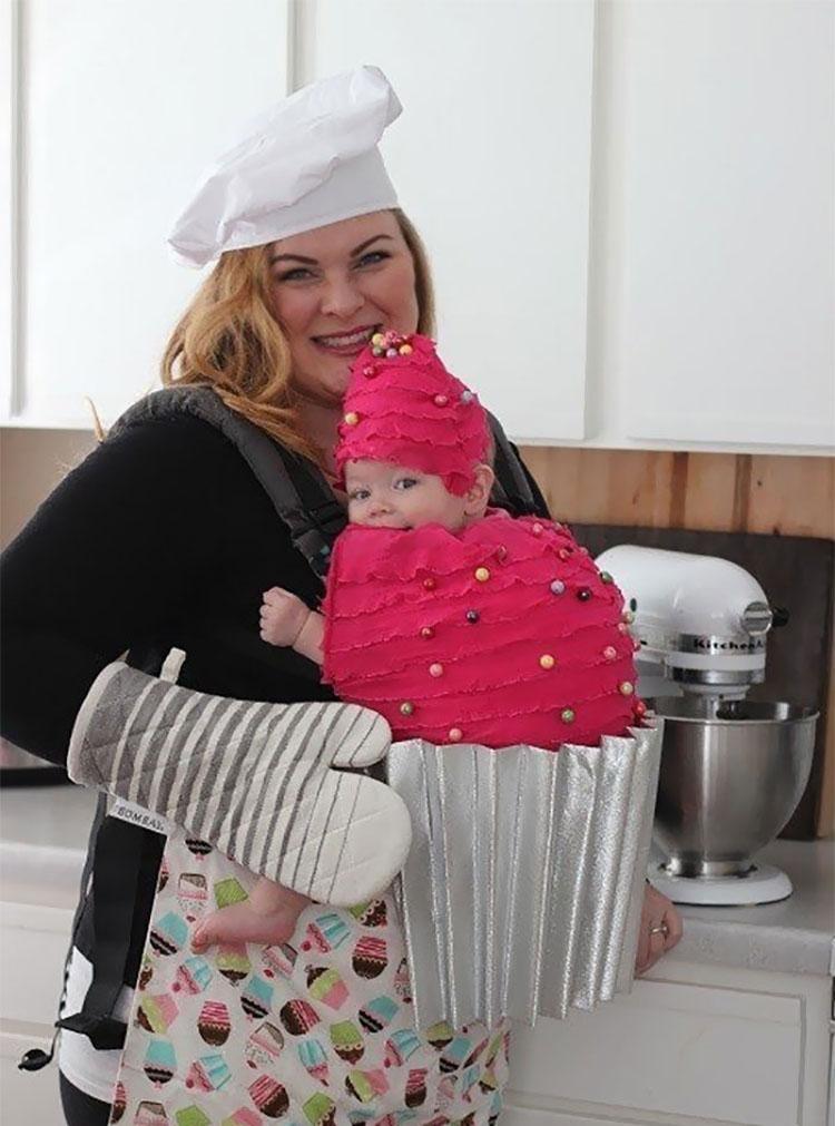 20 ideas geniales de disfraces para Halloween para padres con mochilas porta bebé 9
